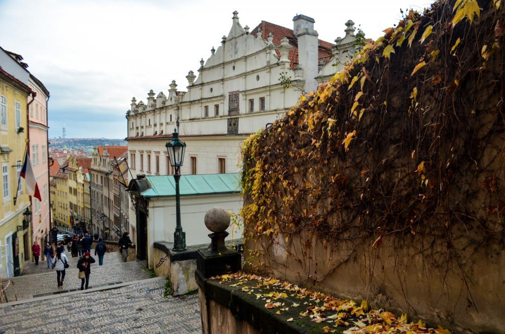 Staircase leading from Lesser Town to Hradčany towards the Prague castle. This time with autumn colors.