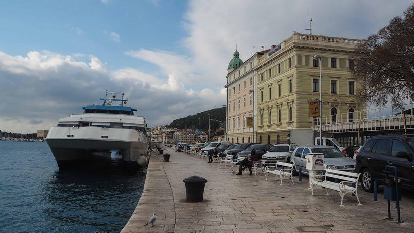 croatia road trip sibenik promenade