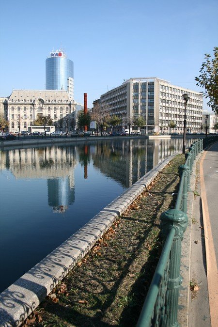 dambovita riverside in bucharest by Johanna the wolrd in my pocket blog